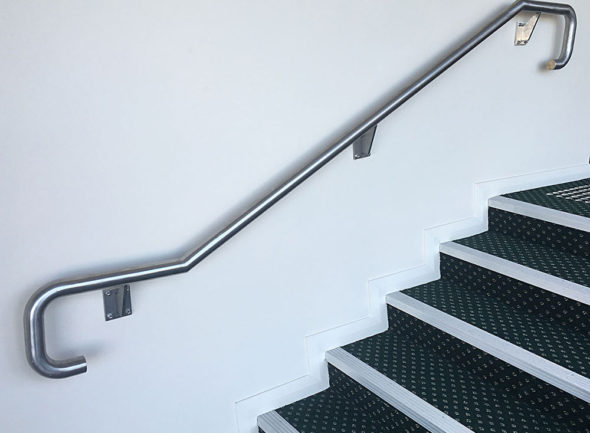 stainless-steel-balustrade-carpet-steps-2